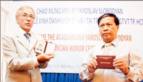 Nhà khoa học Việt Nam đầu tiên nhận học hàm Viện sĩ ABU