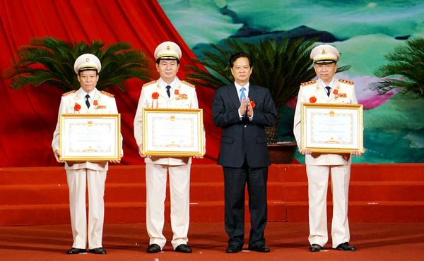 24 tập thể, cá nhân Công an được tặng danh hiệu Anh hùng LLLVTND