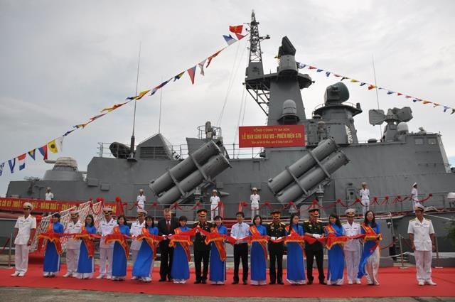 """""""Ra lò"""" tàu tên lửa hiện đại đầu tiên tại Việt Nam"""