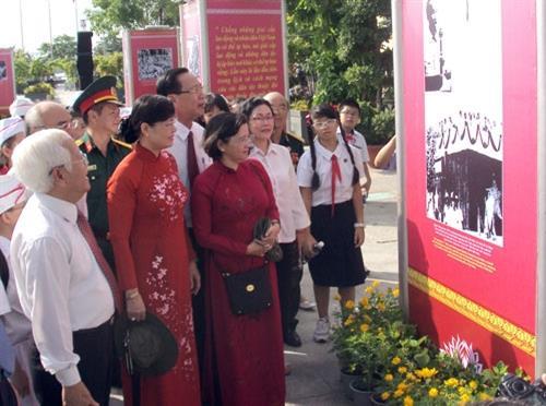 TP.Hồ Chí Minh: Triển lãm ảnh mừng 70 năm Cách mạng tháng Tám và Quốc khánh 2/9
