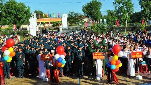 Thanh niên cả nước hồ hởi, tự hào lên đường nhập ngũ