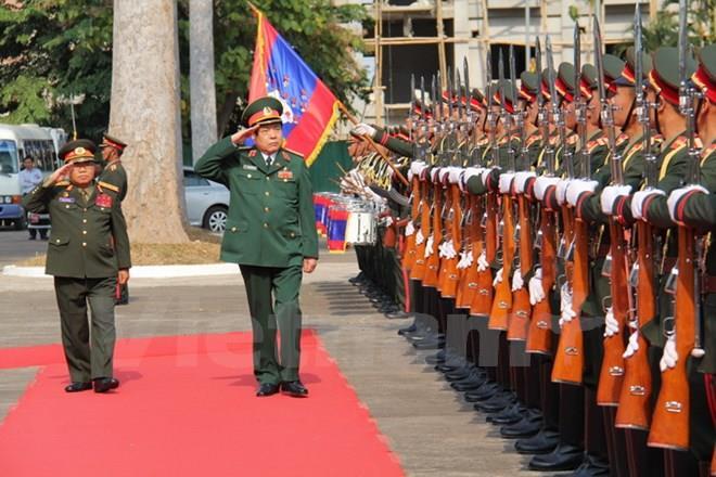 Bộ trưởng Quốc phòng, Công an, Tư pháp thăm, làm việc tại Lào