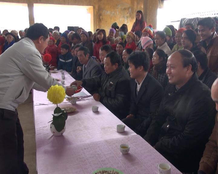 Độc đáo thi pha trà tại hội xuân Phja Đén