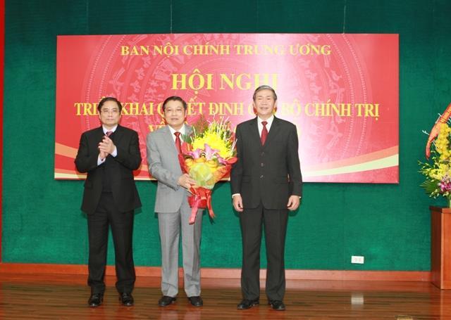Công bố và trao Quyết định của Bộ Chính trị về việc bổ nhiệm ông Phan Đình Trạc giữ chức Trưởng Ban Nội chính Trung ương