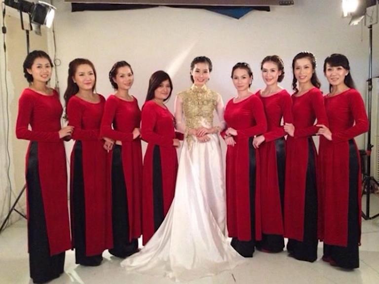 Áo dài - Vẻ đẹp phụ nữ Việt