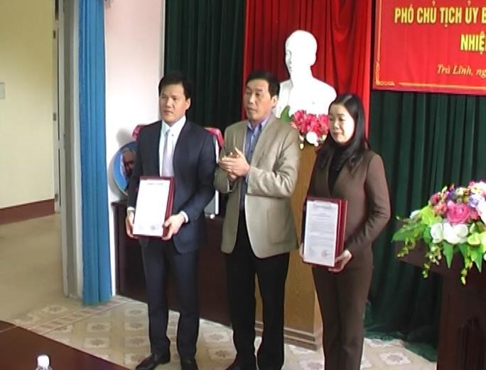Trà Lĩnh tổ chức Lễ công bố và trao Quyết định phê chuẩn kết quả bầu cử, bầu bổ sung chức vụ Chủ tịch và Phó chủ tịch UBND huyện.