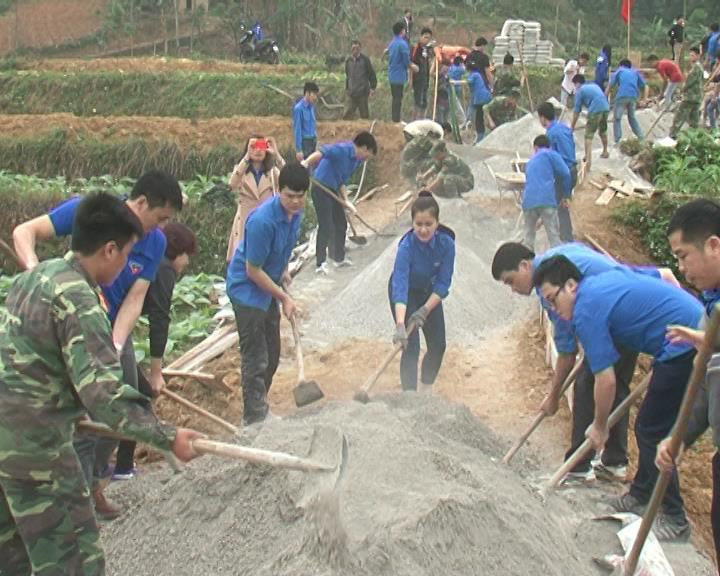 Đoàn Thanh niên Khối CCQ tỉnh: Làm đường GTNT tại xã Nam Tuấn