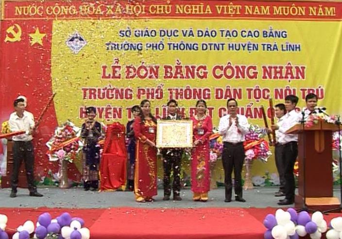 Trường PTDTNT huyện Trà Lĩnh đón Bằng công nhận đạt chuẩn Quốc gia