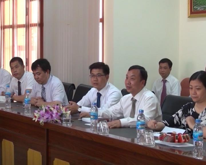 Đoàn đại biểu Trung Quốc thăm và làm việc tại trường Trung cấp nghề và trường Cao đẳng Sư phạm Cao Bằng