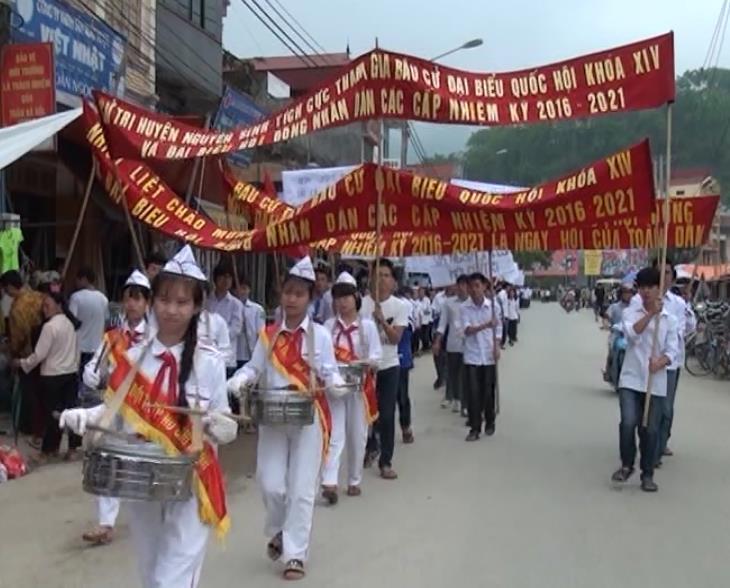Nguyên Bình: 500 cán bộ, đoàn viên thanh niên, nhân dân và học sinh tuyên truyền cổ động cuộc bầu cử