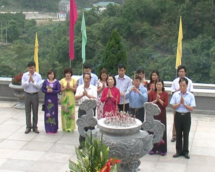 Ủy ban Bầu cử tỉnh: Dâng hương dâng hoa tại đền thờ Chủ tịch Hồ Chí Minh