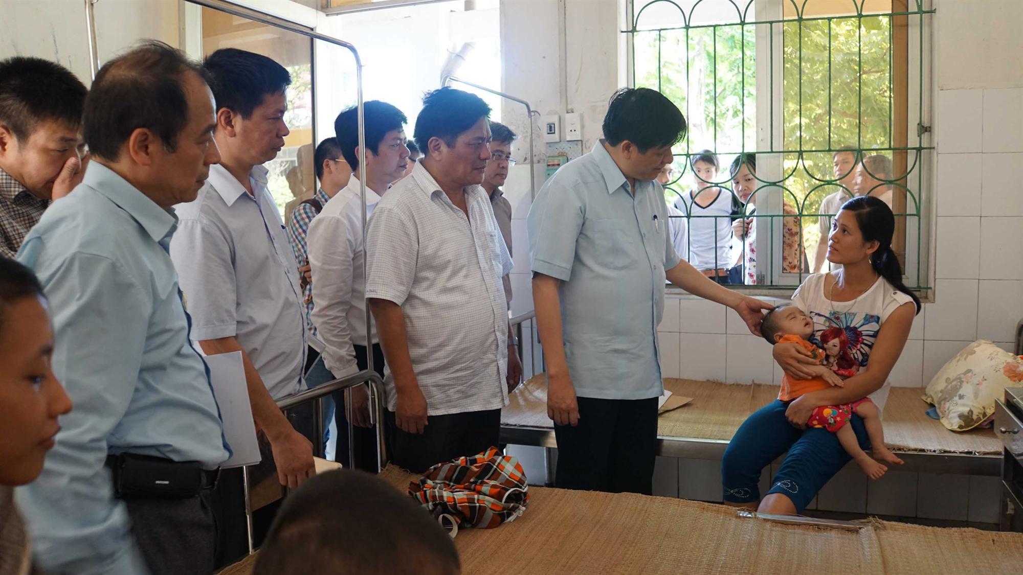 Thứ trưởng Bộ Y tế kiểm tra, giám sát công tác phòng, chống dịch bệnh tại Bảo Lâm