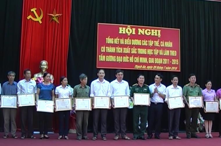 Thạch An: Tuyên dương 18 tập thể, 21 cá nhân xuất sắc trong học tập và làm theo tấm gương đạo đức Hồ Chí Minh giai đoạn 2011 - 2015