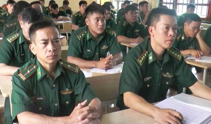 Trùng Khánh: Bồi dưỡng kiến thức QPAN đối tượng 4 cho 110 cán bộ Quân đội huyện năm 2016