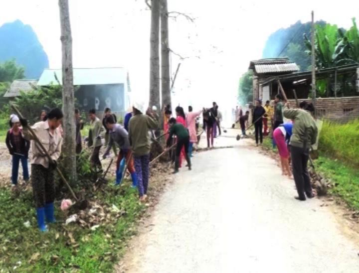 Hội LHPN Xã Đào Ngạn ra quân tình nguyện vệ sinh môi trường