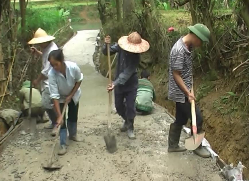 Trà Lĩnh: Xóm Đoỏng Vựt, xã Cao Chương chung sức làm đường giao thông nông thôn