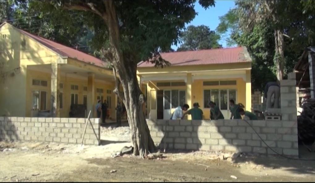 Đồn Biên phòng Cửa khẩu Quốc tế Tà Lùng: Giúp xây dựng công trình tường rào tại phân trường Mầm non Nà Chích