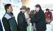 Nguyên Chủ tịch nước Trương Tấn Sang thăm, tặng quà tại xã Đàm Thủy, huyện Trùng Khánh và xã Trương Lương, huyện Hòa An