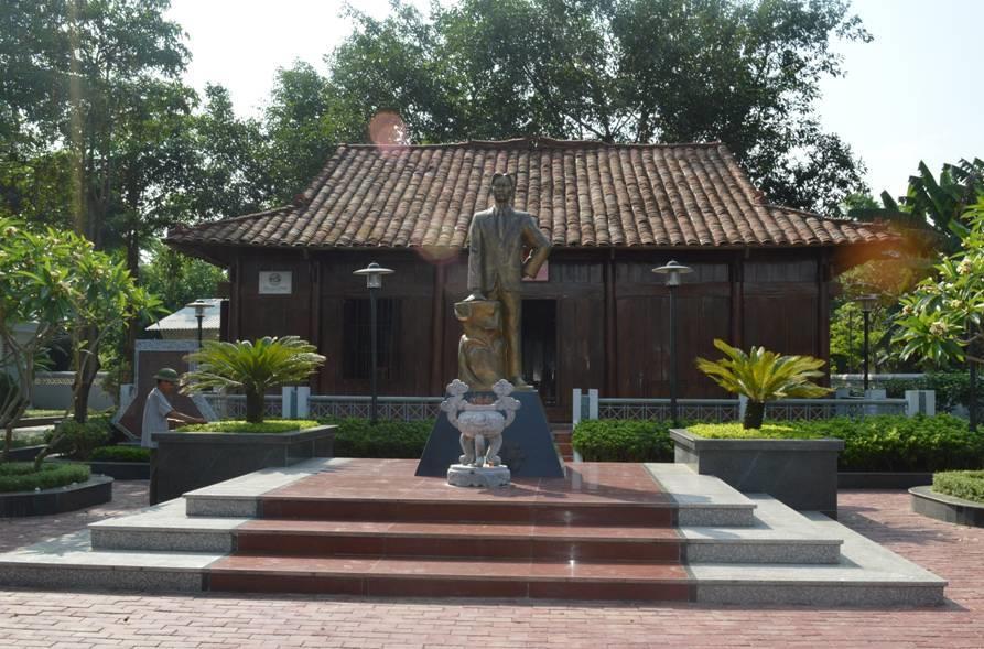 Về thăm quê hương đồng chí Hoàng Đình Giong