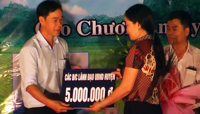 Huyện Trà Lĩnh: Xã Cao Chương tiếp nhận trên 300 triệu đồng hỗ trợ xây dựng nông thôn mới