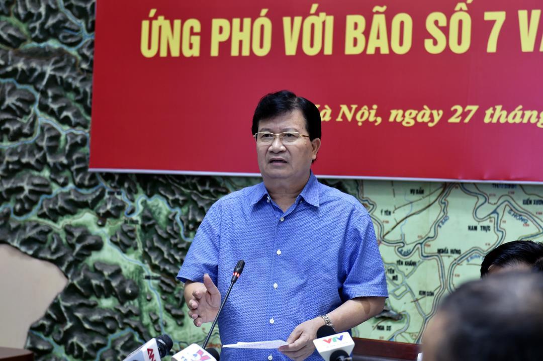 Phó Thủ tướng Trịnh Đình Dũng chủ trì họp khẩn ứng phó bão số 7
