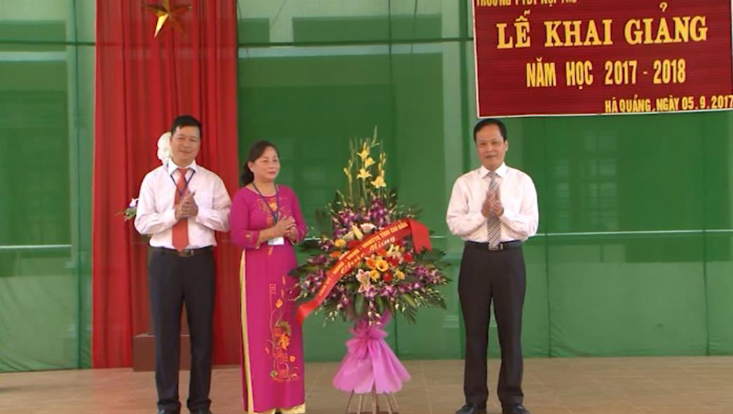 Phó Chủ tịch HĐND tỉnh Nông Thanh Tùng dự Lễ khai giảng tại Trường Phổ thông DTNT huyện Hà Quảng