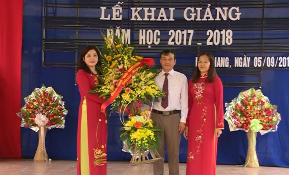 Phó Chủ tịch UBND tỉnh Nguyễn Trung Thảo dự Lễ khai giảng tại Trường THCS Hợp Giang (Thành phố)