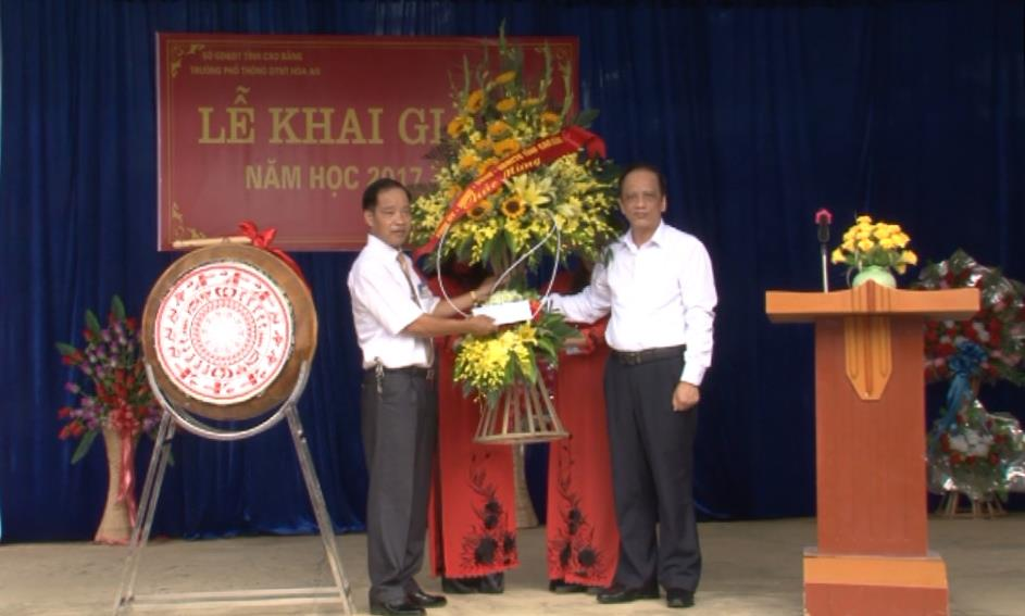 Phó Chủ tịch UBND tỉnh Trịnh Hữu Khang dự Lễ khai giảng năm học mới tại Trường Phổ thông DTNT Hòa An
