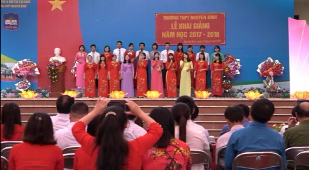Chủ tịch Ủy ban Mặt trận Tổ quốc tỉnh dự Lễ khai giảng năm học mới tại Trường THPT Nguyên Bình
