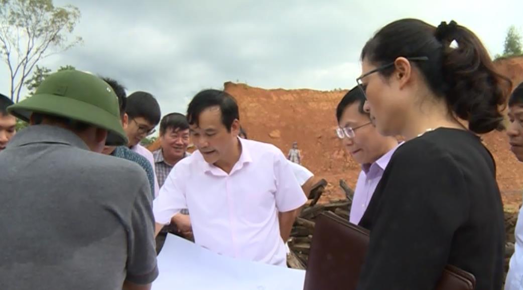 Phó Chủ tịch UBND tỉnh Nguyễn Trung Thảo khảo sát tình hình thực hiện các dự án tại khu đô thị mới