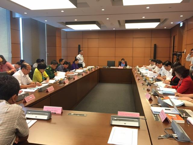 Quốc hội thảo luận ở tổ về tình hình kinh tế - xã hội