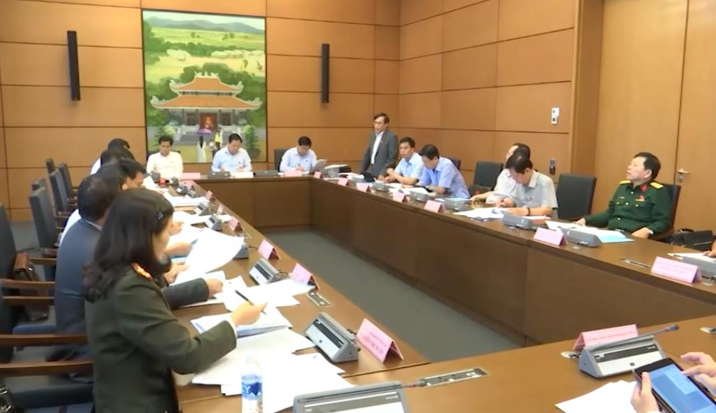 Đoàn ĐBQH các tỉnh Cao Bằng - Đắk Lắk - Đồng Tháp thảo luận tại tổ về tình hình phát triển kinh tế - xã  hội năm 2017