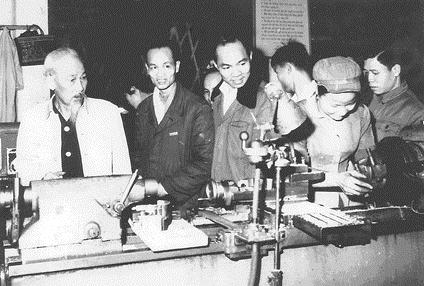 Sáng tác tranh cổ động kỷ niệm ngày Bác Hồ kêu gọi thi đua ái quốc