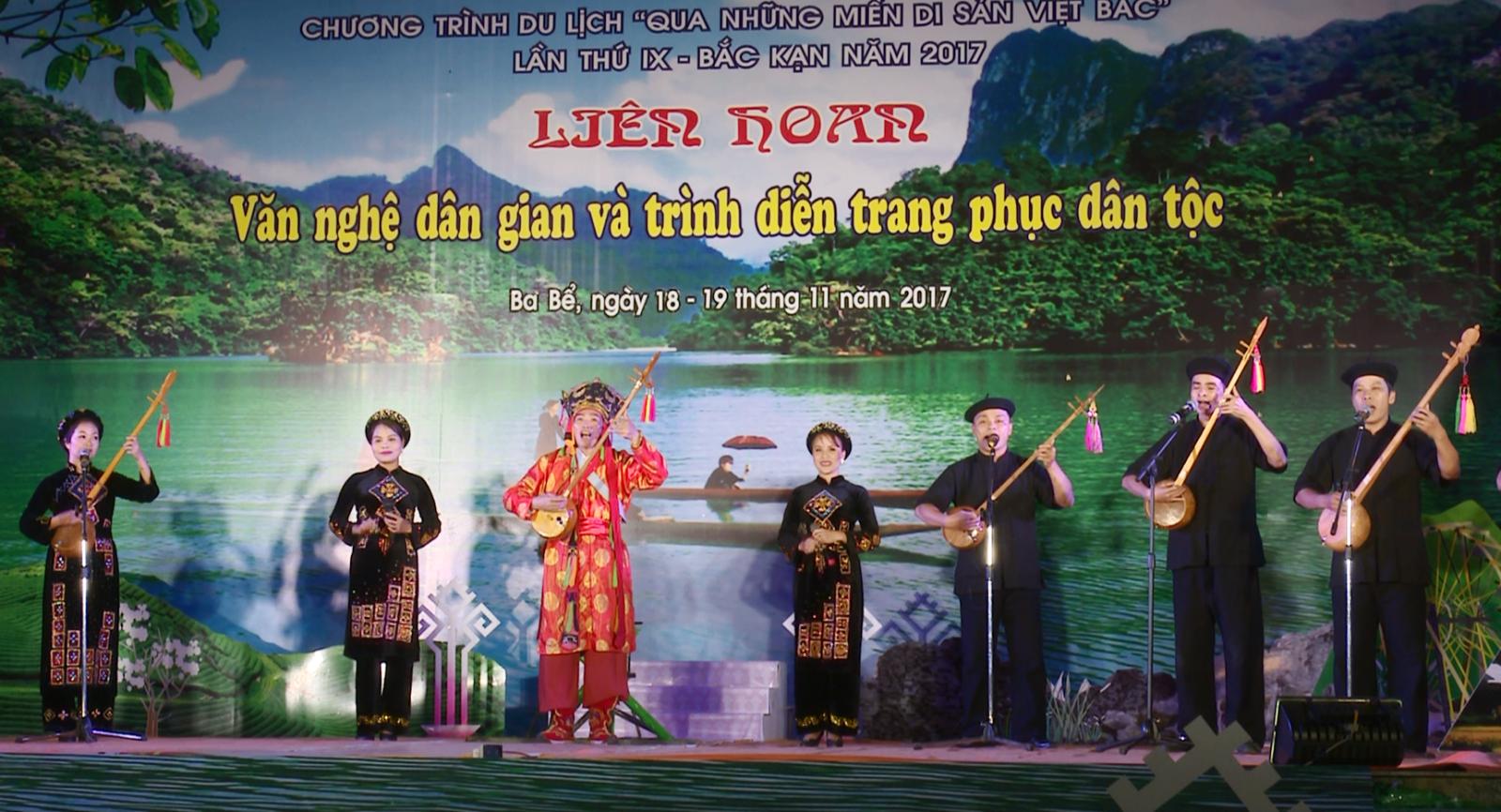 Sắc màu văn hóa trong liên hoan văn nghệ dân gian và trình diễn trang phục dân tộc vùng Việt Bắc