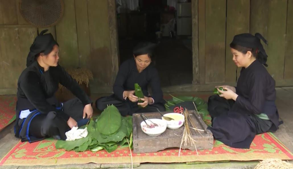 Bánh chưng đen - Món ăn độc đáo của dân tộc Tày ở Bảo Lạc