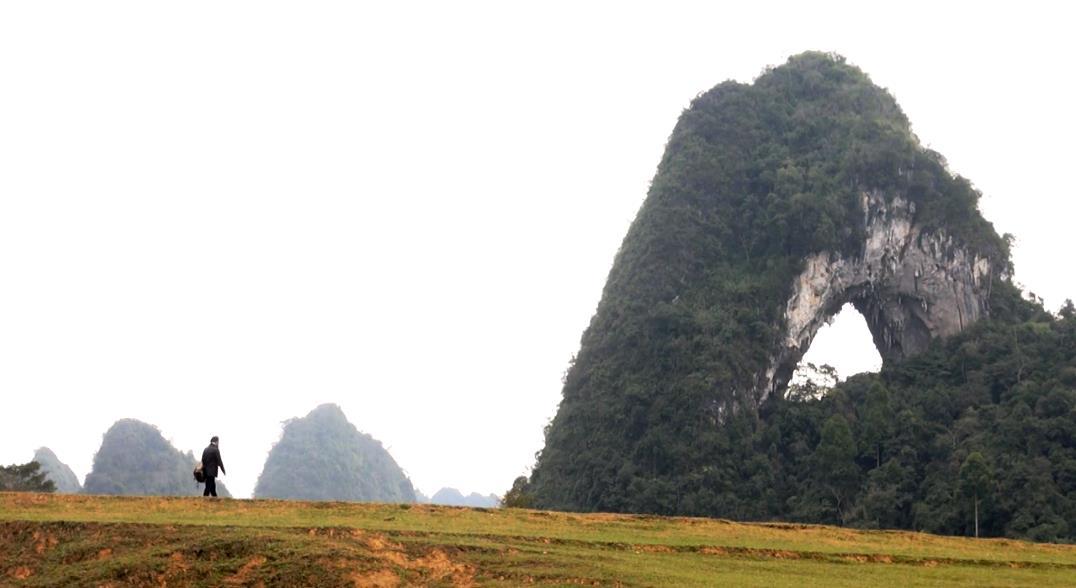 """Khám phá """"Tuyệt tình cốc"""" tại Cao Bằng cùng núi Mắt Thần độc nhất vô nhị Việt Nam"""