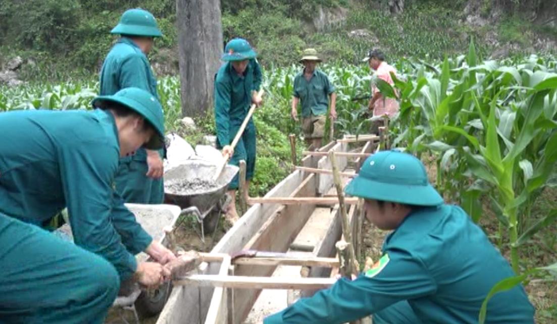 Nguyên Bình: Dân quân năm thứ nhất ra quân xây dựng hơn 100 m mương tại xã Minh Thanh