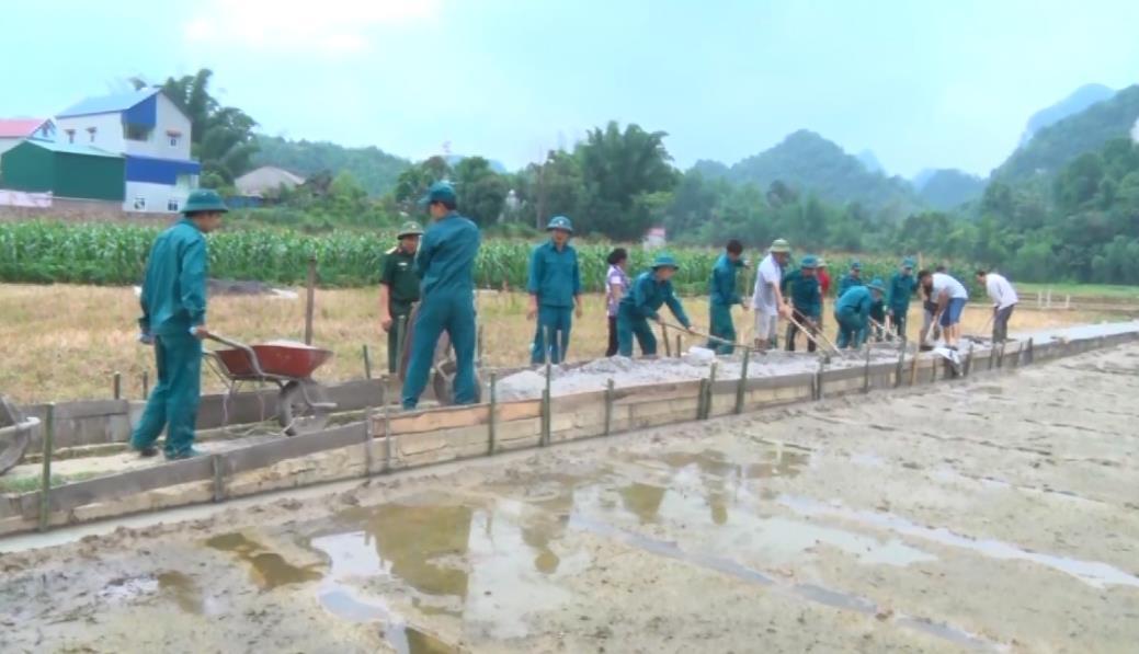 Trà Lĩnh: Bê tông hóa đường nội đồng xã Quang Hán