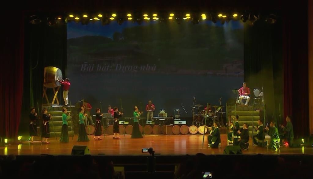 Liên hoan Ca múa nhạc toàn quốc: Trung tâm Văn hóa nghệ thuật tỉnh Yên Bái và Đoàn Nghệ thuật tỉnh Điện Biên diễn thi
