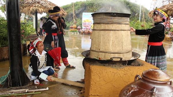 Phát triển du lịch tại vùng dân tộc thiểu số: Mỏ vàng nếu biết khai thác