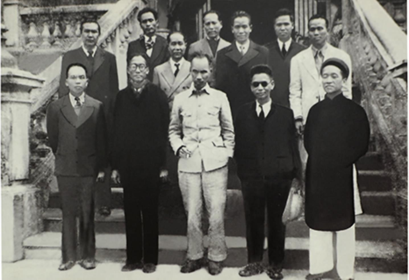 Học tập tư tưởng của Bác Hồ và Chính phủ lâm thời về cải cách thủ tục hành chính; chống xa hoa, lãng phí