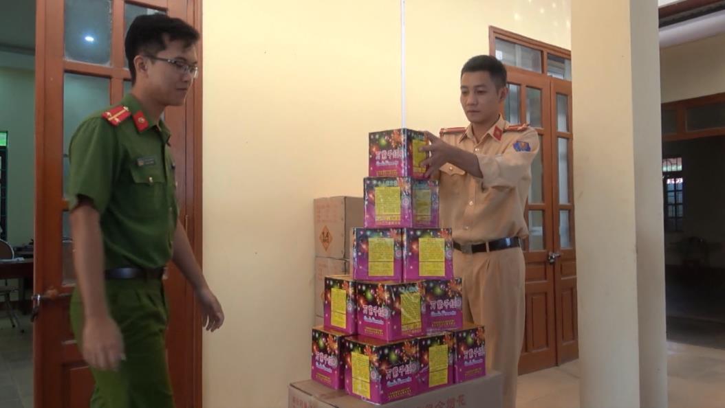 Bắt vụ vận chuyển 220 kg pháo nhập lậu từ Trung Quốc