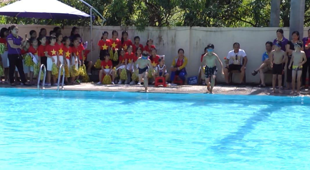 Trường Tiểu học Đề Thám: Tổng kết hoạt động CLB Bơi lội năm học 2017 - 2018