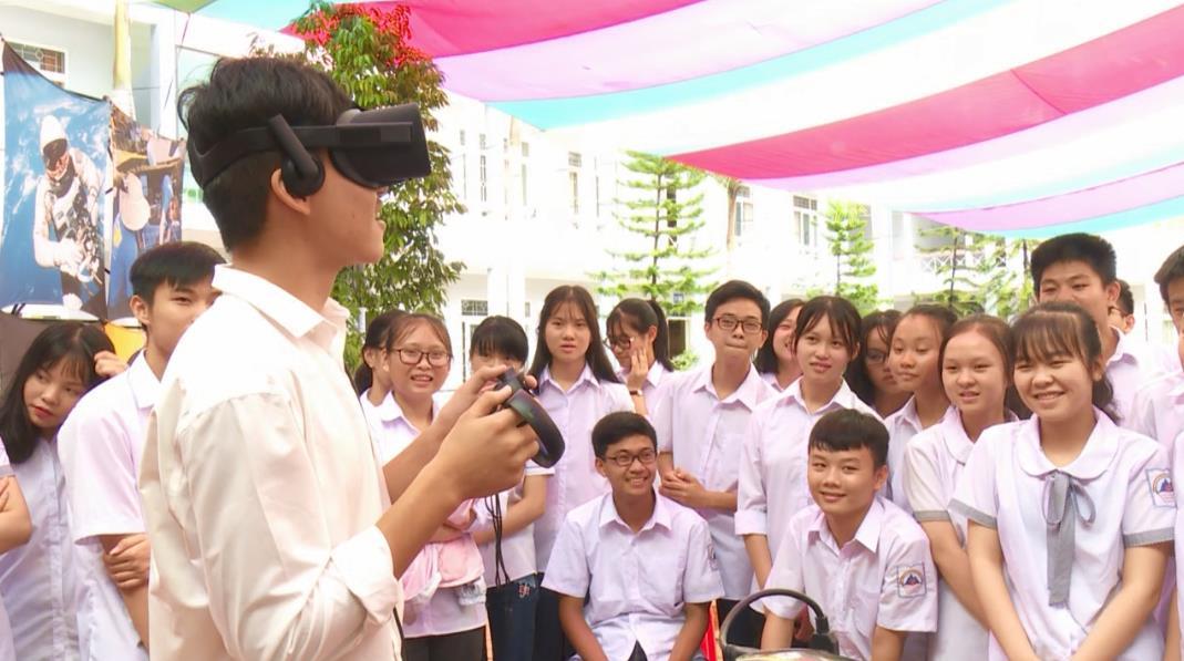 Đoàn công tác Đại sứ quán Hoa Kỳ tại Việt Nam thăm và làm việc tại Trường THPT Chuyên Cao Bằng