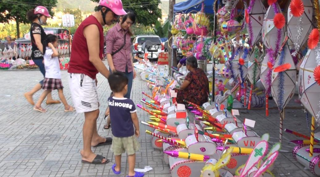 Đèn Trung thu truyền thống thu hút người mua
