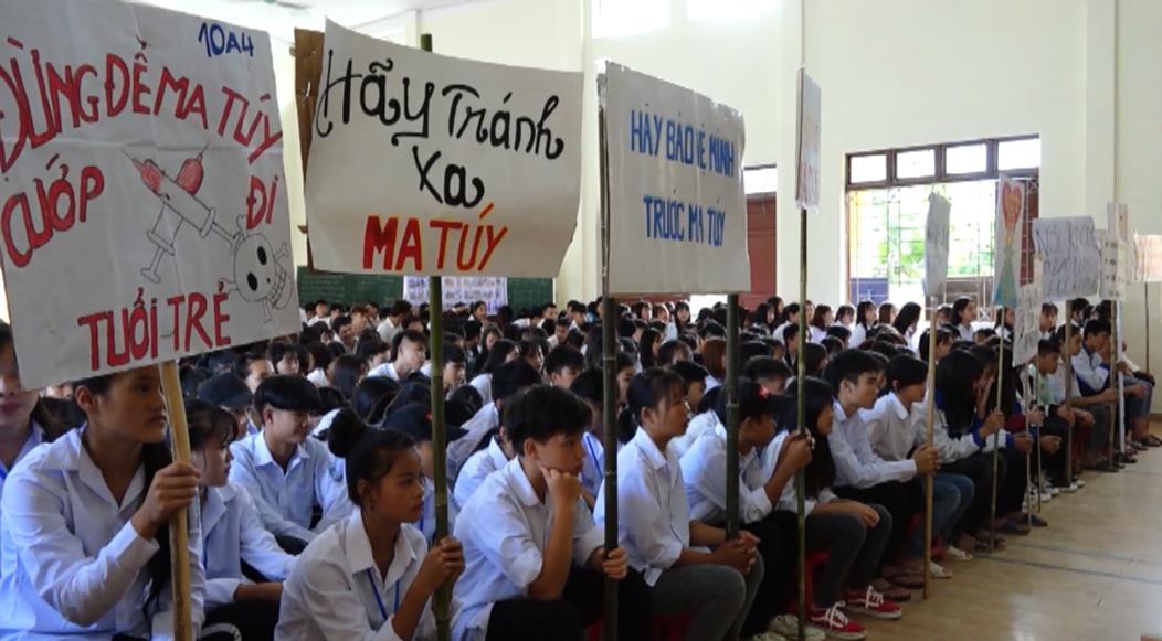 Hạ Lang: Tuyên truyền Luật Giao thông đường bộ và phòng chống tệ nạn ma túy cho hơn 500 học sinh