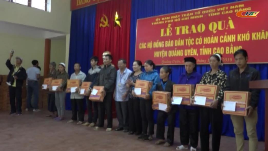 Tặng 120 suất quà cho các hộ có hoàn cảnh khó khăn huyện Quảng Uyên