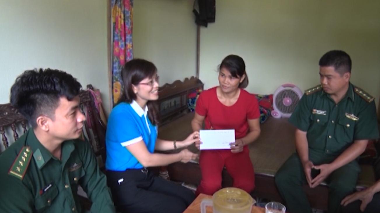 Phục Hòa: Trao tiền hỗ trợ cho phụ nữ phát triển kinh tế