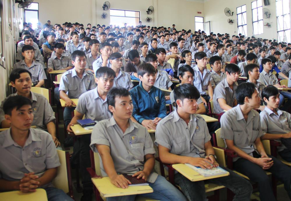Đề xuất chương trình Tiếng Anh trong đào tạo cao đẳng nghề