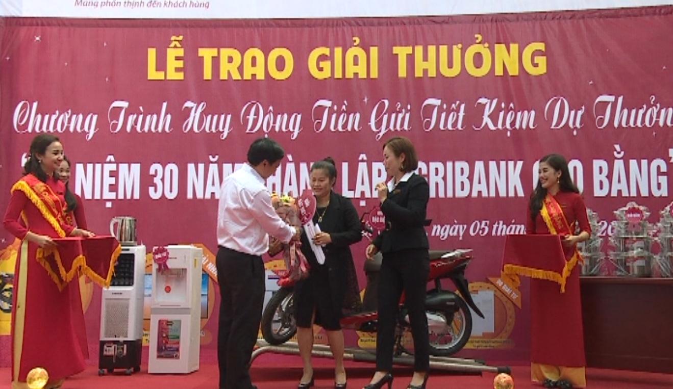 Agribnak Chi nhánh Thành phố: Trao giải cho khách hàng trúng thưởng Chương trình huy động tiết kiệm